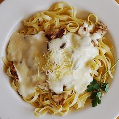 plate of fettuccini alfredo